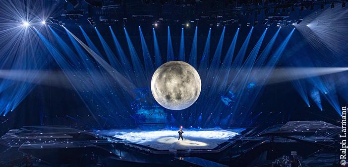 The atmospheric lighting for Spain's performance. Image: Ralph Larmann